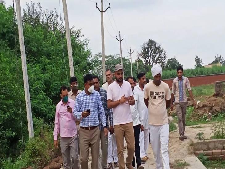 ग्राम प्रधान ने खड़ी करवा दी दीवार, युवाओं ने डीएम से की शिकायत; एसडीएम ने किया दौरा|बागपत,Baghpat - Dainik Bhaskar