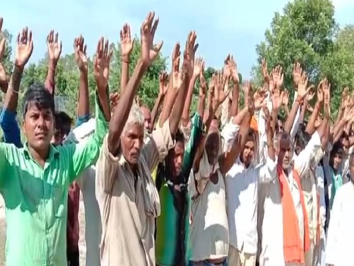 ग्रामीणों ने सड़क पर उतरकर किया विरोध प्रदर्शन, कहा- आस्था, विश्वास व जन भावनाओं से खिलवाड़ न करे प्रशासन|गोंडा,Gonda - Dainik Bhaskar