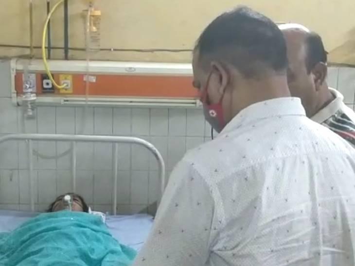 बॉडी पर ब्लेड के 25 निशान, रेप की आशंका; हालत गंभीर होने पर जिला अस्पताल रेफर किया बस्ती,Basti - Dainik Bhaskar