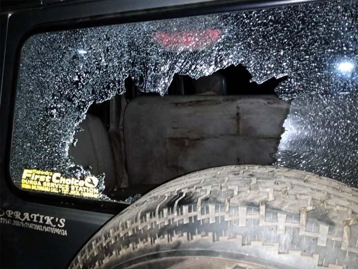 हादसे से आक्रोशित ग्रामीणों ने पुलिस टीम पर किया हमला, थाना प्रभारी को लगी चोट; 12 लोग हिरासत में|झारखंड,Jharkhand - Dainik Bhaskar