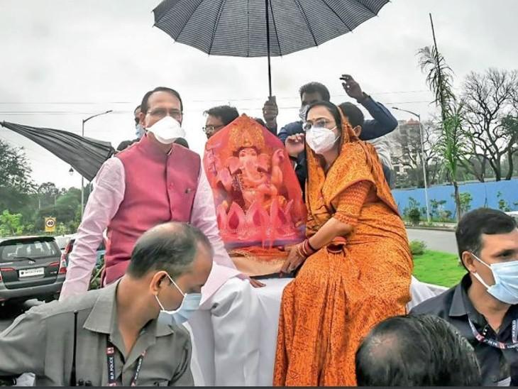 सीएम मिट्टी की तो गृहमंत्री लाए गोबर की प्रतिमा, शहरभर में कई जगह झांकी-पांडालों के साथ घरों में गणनायक गणपति की प्रतिमा स्थापित की गई भोपाल,Bhopal - Dainik Bhaskar