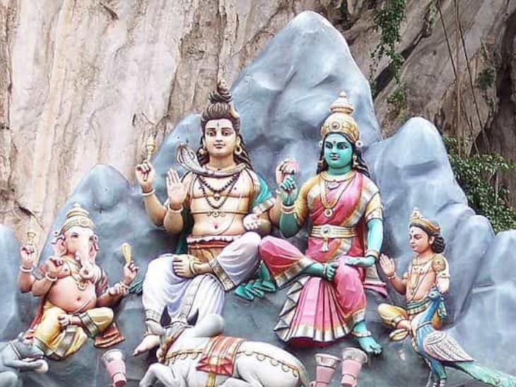 गणेश जी हैं परिवार के देवता, भगवान की सीख है कि घर-परिवार से जुड़ी बातों को गंभीरता से समझें|धर्म,Dharm - Dainik Bhaskar