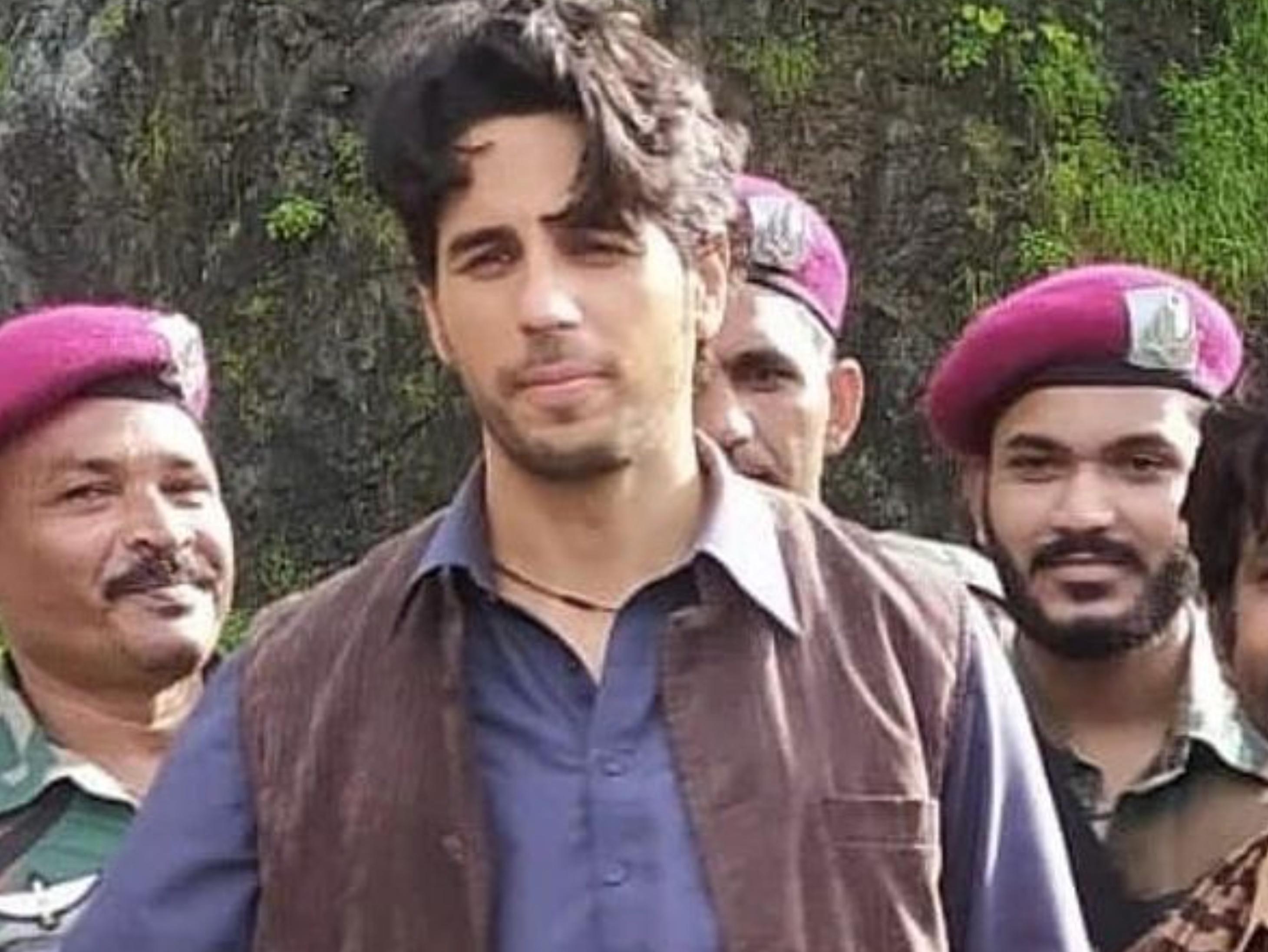 लखनऊ में रीक्रिएट किया पाकिस्तान, सिद्धार्थ स्टीरियोटाइप मुस्लिम न दिखें इसलिए नहीं लगाया आंखों के नीचे गहरा सुरमा बॉलीवुड,Bollywood - Dainik Bhaskar