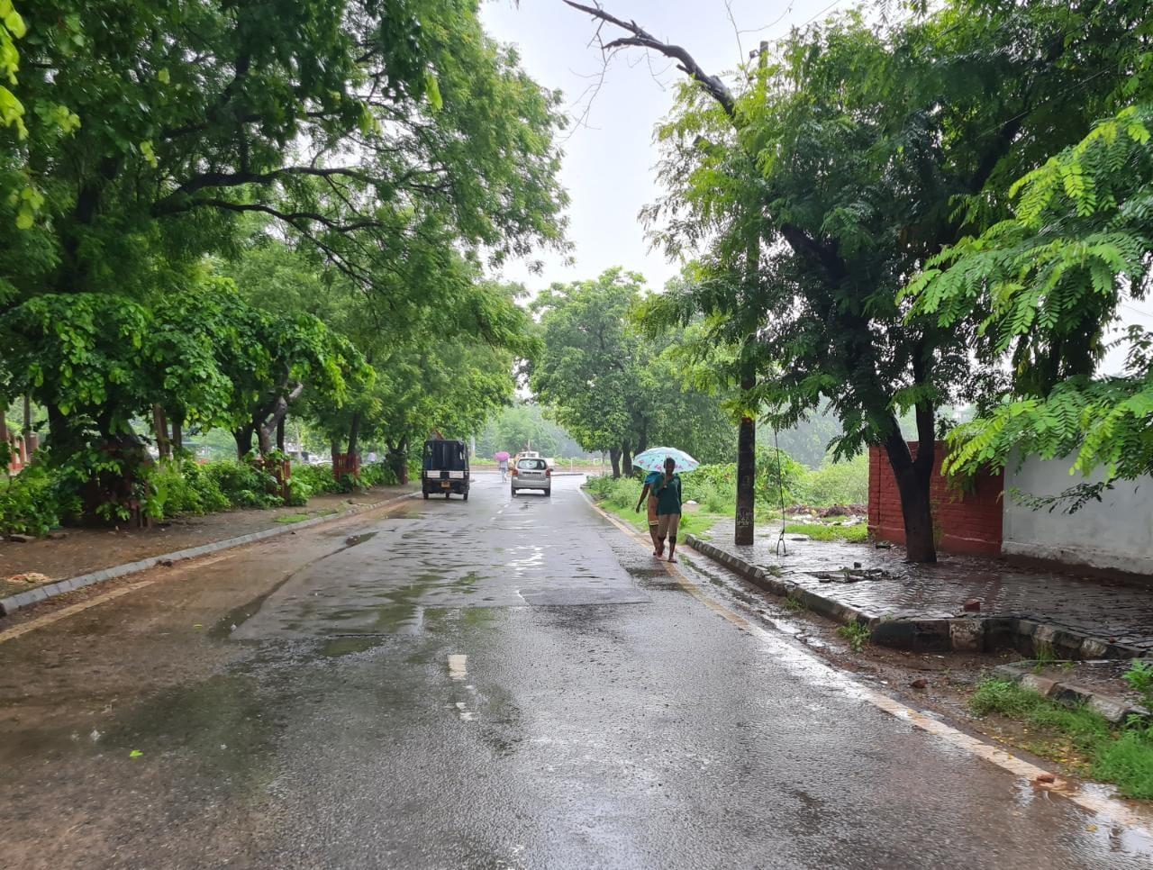 रातभर होती रही झमाझम बारिश, सुबह 7 बजे तक बरसे बदरा; 4 डिग्री गिरा तापमान, दिनभर पानी बरसने के आसार|रेवाड़ी,Rewari - Dainik Bhaskar