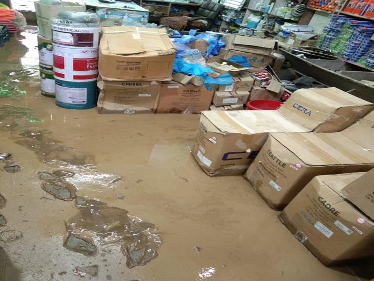 12 लोगों के घरों में घुसा पानी और मलबा, दुकान के अंदर जलभराव से खराब हुआ सामान, लाखों रुपए का नुकसान|शिमला,Shimla - Dainik Bhaskar