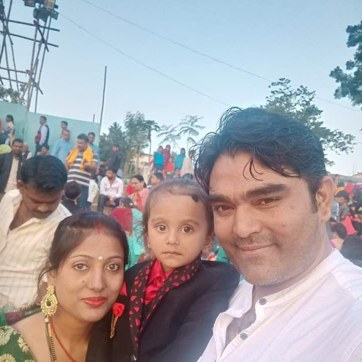 पति राकेश के साथ शिल्मी सोनम व उनका बेटा।