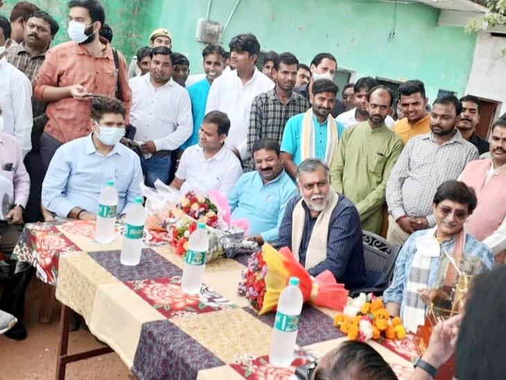 झांसी में निमार्णाधीन समूह पेयजल योजना का किया निरीक्षण; चुनाव को देखते हुए परियोजना को समय से पहले शुरू करने के दिए निर्देश|झांसी,Jhansi - Dainik Bhaskar
