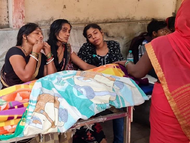 पुलिस ने शराब के नशे में अरेस्ट किया, तबीयत बिगड़ी तो अस्पताल भेजा, ICU में हुई मौत; परिजनों ने कहा- शरीर पर हैं पिटाई के निशान भागलपुर,Bhagalpur - Dainik Bhaskar