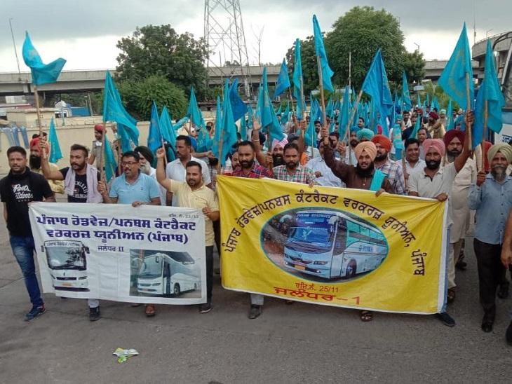 कांग्रेसी विधायकों के घर घेरेंगे हड़ताली कॉन्ट्रेक्ट कर्मी; जालंधर में परगट सिंह के घर पर प्रदर्शन, मंगलवार को CM से बैठक|जालंधर,Jalandhar - Dainik Bhaskar