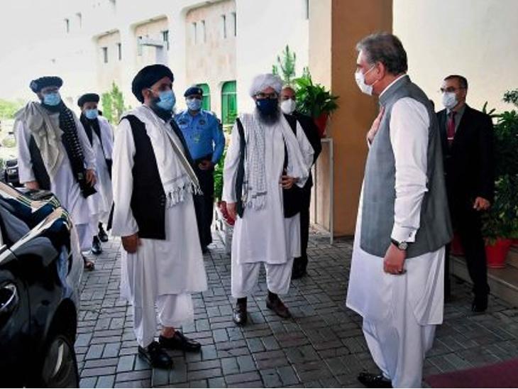 इसी साल जून में तालिबान के कुछ नेताओं ने पाकिस्तान का दौरा किया था। पाकिस्तान के विदेश मंत्री शाह महमूद कुरैशी खुद इन नेताओं को रिसीव करने के लिए मौजूद थे।