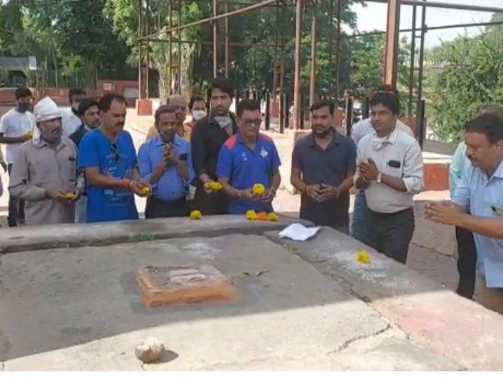 मंत्री विधायक सांसदों के यहां लगाई गुहार, नहीं हुई सुनवाई तो लगाई दिवंगत आत्माओं के यहां अर्जी|विदिशा,Vidisha - Dainik Bhaskar