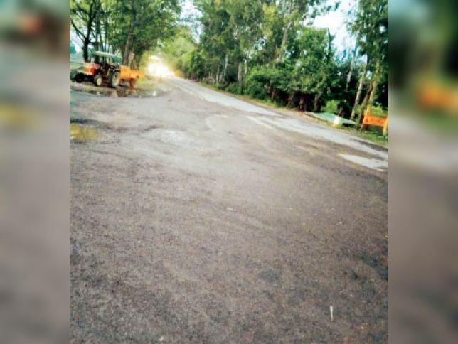 जींद . सफीदों में जींद बाईपास की सड़क, जिसे मॉडल बनाया जाएगा। - Dainik Bhaskar