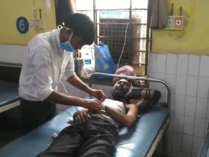 उधार दिए रुपयों का पड़ौसी से किया तकाजा, साथियों के साथ लाठी-डंडे से हमला कर किया घायल, परिजनों ने कराया हॉस्पिटल में भर्ती|करौली,Karauli - Dainik Bhaskar