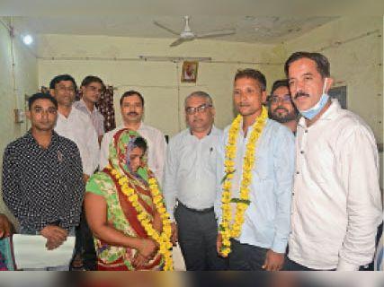 समझाइश पर दंपती फिर साथ-साथ, 437 प्रकरण निस्तारित|बांसवाड़ा,Banswara - Dainik Bhaskar