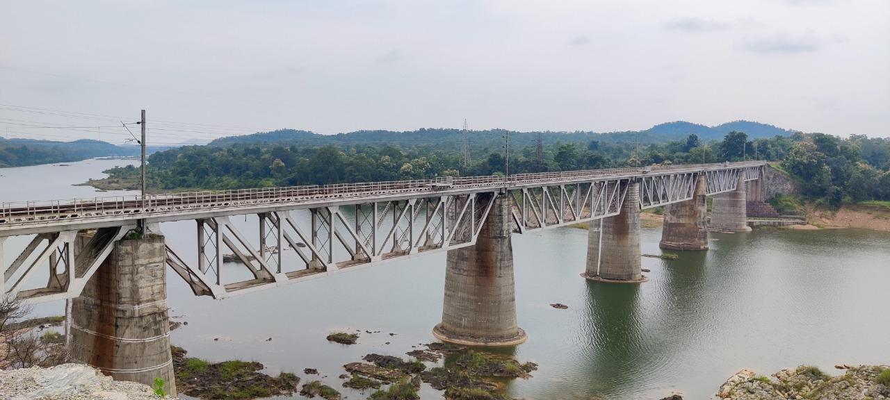 तवा नदी पर 150 साल पुराना ब्रिज।