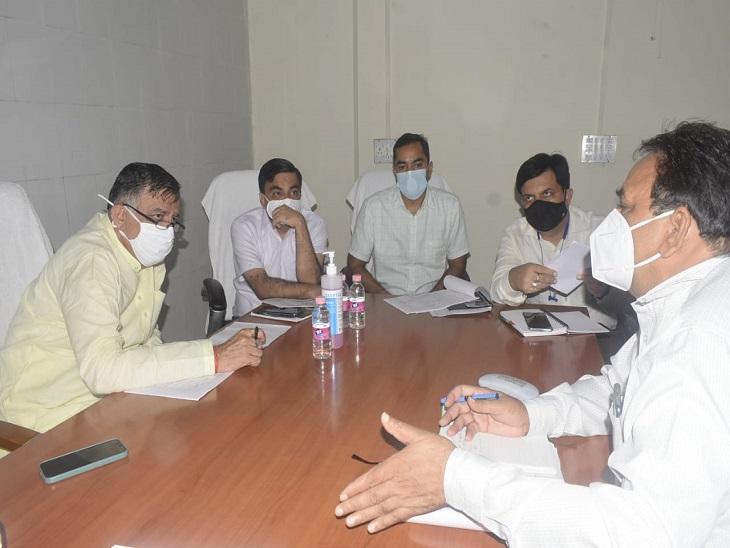 मेडिकल कॉलेज में बुखार और डेंगू के चल रहे इलाज को समझा, कोरोना की तीसरी तैयारियों को भी परखा|कानपुर,Kanpur - Dainik Bhaskar