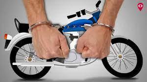 किन्नर ने साथी के साथ मिलकर बाइक चुराया; जंडियाला के डेरे में छिपाया तो दूसरे किन्नरों ने पुलिस को दी सूचना, आरोपी गिरफ्तार अमृतसर,Amritsar - Dainik Bhaskar