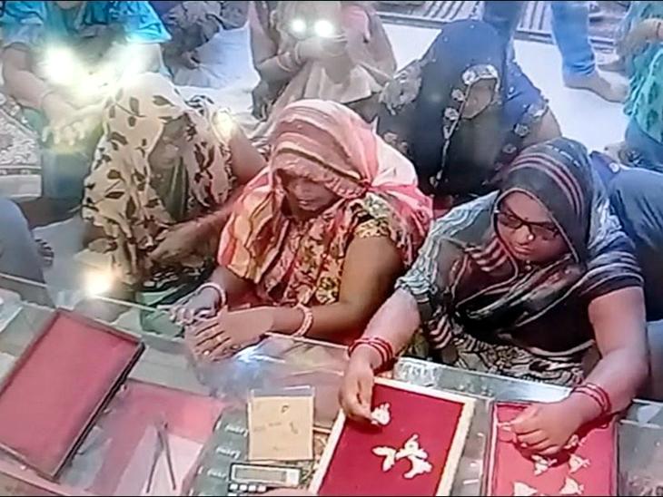 सराफा की एक ही दुकान को हर बार निशाना बना रही महिलाएं, महिला से 42 हजार उड़ाने के बाद अब फिर उड़ाई 40 हजार की ज्वैलरी|गोरखपुर,Gorakhpur - Dainik Bhaskar
