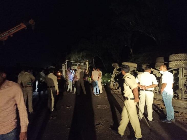 सूचना मिलते ही पुलिस की टीम मौके पर पहुंच गई थी।