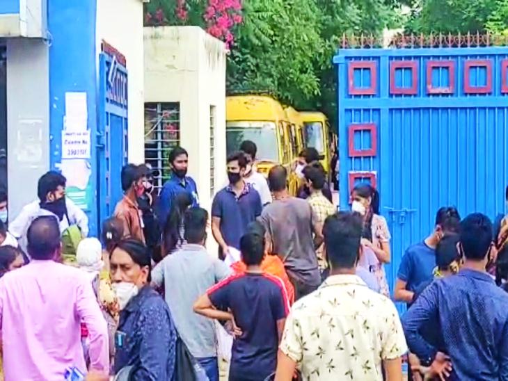 प्रदेश के 269 केंद्र पर हुई परीक्षा, ड्रेस कोड के आधार पर ही मिली एंट्री; कल रात 12 बजे तक रोडवेज बसों में फ्री यात्रा कर सकेंगे छात्र|जयपुर,Jaipur - Dainik Bhaskar