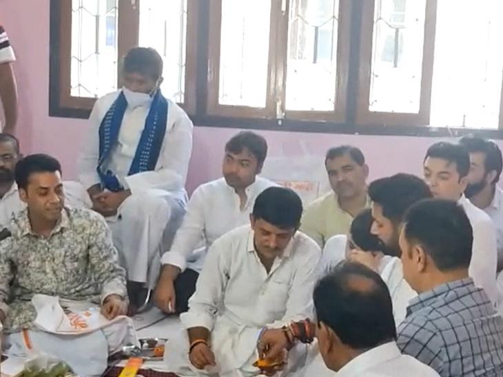 पटना में चिराग के आवास पर जुटा पूरा पासवान परिवार, चार महीने बाद चाचा पशुपति पारस भी आए साथ|बिहार,Bihar - Dainik Bhaskar