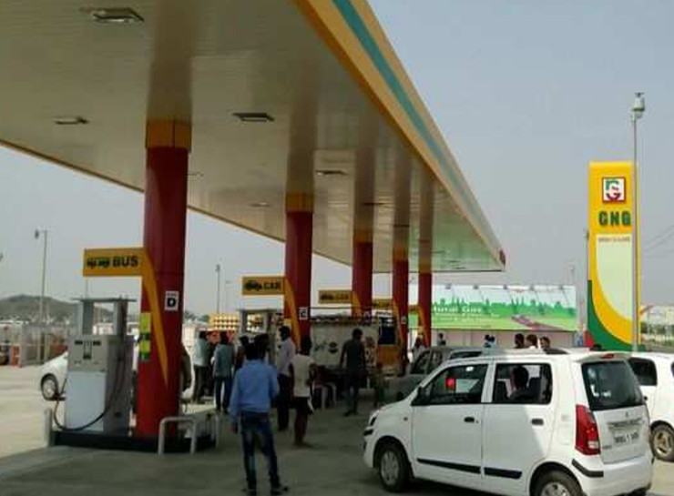 वीकेंड पर हरियाणा से जयपुर में घूमने आ रहे चार व्यक्ति गिरफ्तार, कूकस में CNG पंप पर मारपीट कर भागे, पुलिस ने नाकाबंदी कर पकड़ा|जयपुर,Jaipur - Dainik Bhaskar