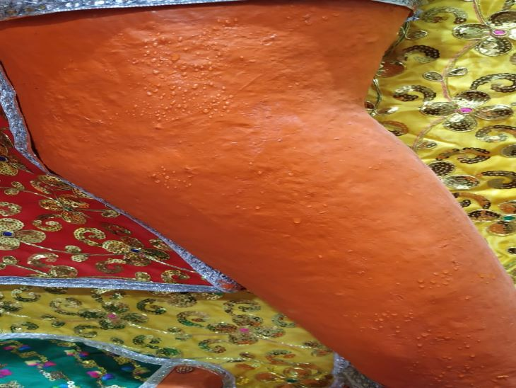 500 साल पुरानी मूर्ति से आधे घंटे तक निकाला पसीना; जियोलॉजी प्रोफेसर ने कहा- पानी है|जोधपुर,Jodhpur - Dainik Bhaskar