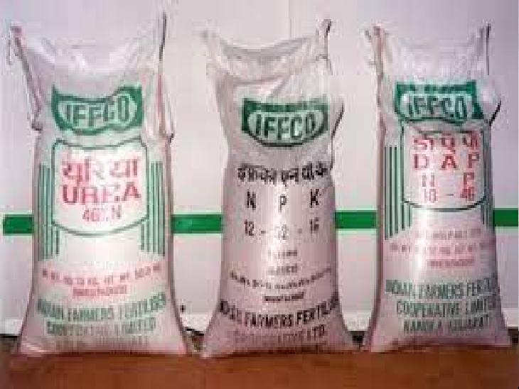 प्रखंडो में सरकारी रेट से अधिक दर पर बेची जा रही है यूरिया, अधिकारियों से सांठ-गांठ कर बिना लाइसेंसी दुकानदार भी बेच रहे खाद|मुजफ्फरपुर,Muzaffarpur - Dainik Bhaskar