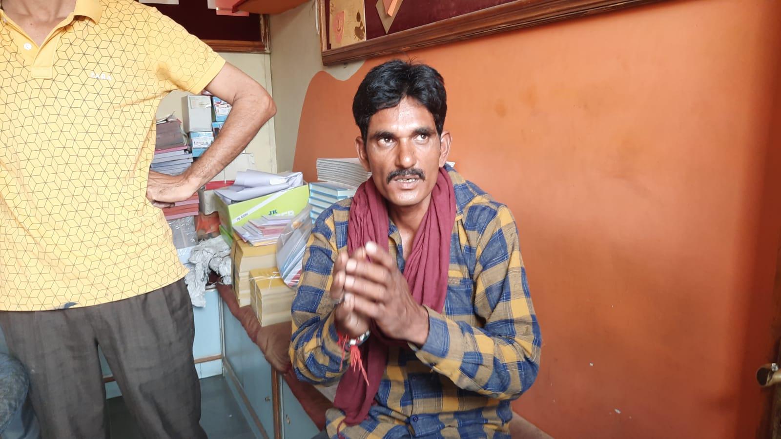 चोरी का आरोपी युवक। - Dainik Bhaskar