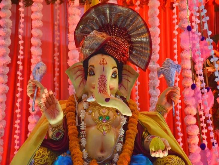 वाराणसी में भगवान गणेश की विशिष्ट झांकी।