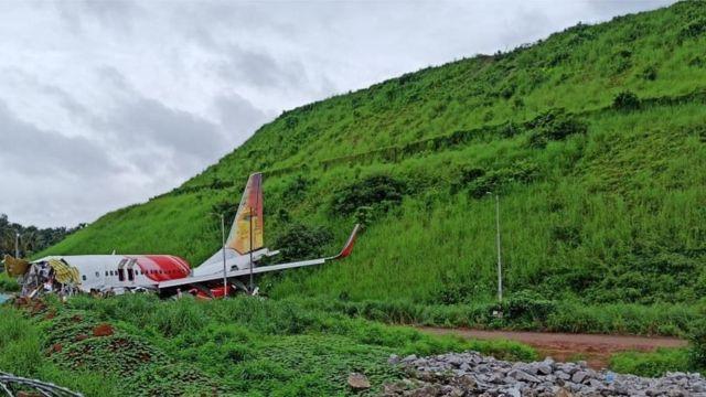केरल के 4 एयरपोर्ट्स में कोझिकोड का रनवे सबसे छोटा है। इसके ऊंचाई पर होने से हमेशा विमान के फिसलने का खतरा होता है।
