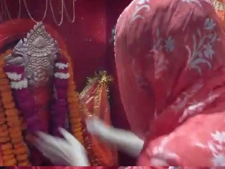हनुमान मंदिर में की पूजा-अर्चना।