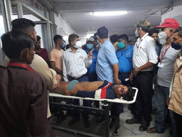 रीवा के संजय गांधी अस्पताल की तीसरी मंजिल से कूदकर युवक ने दी जान, निजी एम्बुलेंस में करता था खलासी का काम|रीवा,Rewa - Dainik Bhaskar
