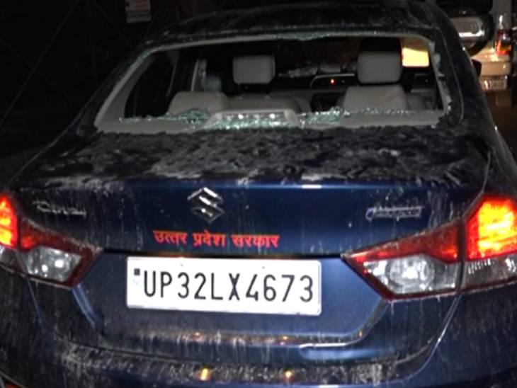 शराब पीकर हंगामा करने का आरोप, लोगों ने समझाया तो भिड़ गए, फिर लोगों ने दौड़ाकर पीटा, कार भी तोड़ डाली|कानपुर,Kanpur - Dainik Bhaskar
