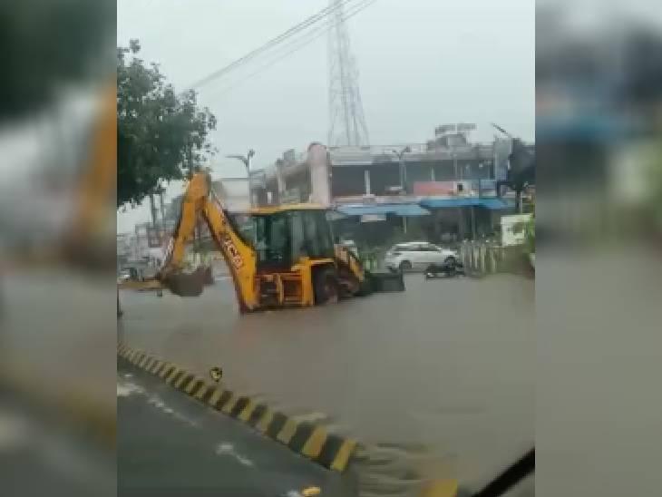 छिंदवाड़ा में बारिश की वजह से सड़कों पर भरा पानी।