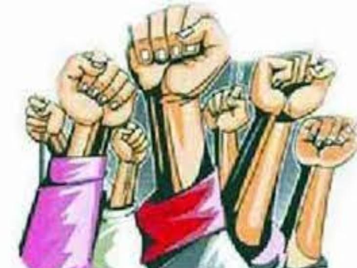 चतुुर्थ श्रेणी कर्मचारियों के खाली पद जल्द भरने की मांग - Dainik Bhaskar