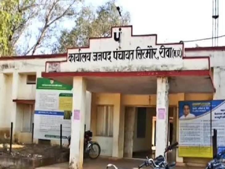 बरौं ग्राम पंचायत का तत्कालीन रोजगार सहायक गिरफ्तार, सरपंच-सचिव सहित अन्य ने कागजों में बना दी थी 35 लाख की सड़क|रीवा,Rewa - Dainik Bhaskar