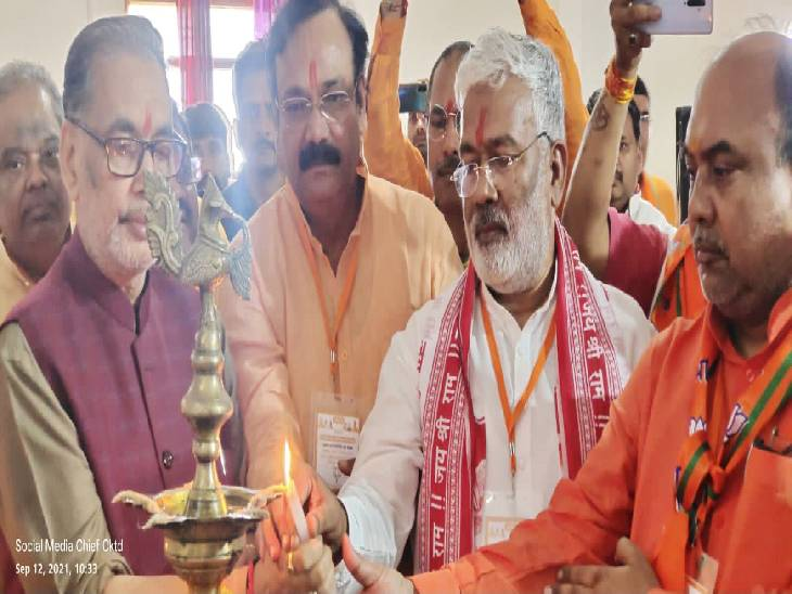 चित्रकूट में किसान मोर्चा बैठक में भाजपा की रणनीति, किसानों के सम्मान के साथ ही खाप पंचायत की नाराजगी दूर करेगी पार्टी ...|लखनऊ,Lucknow - Dainik Bhaskar