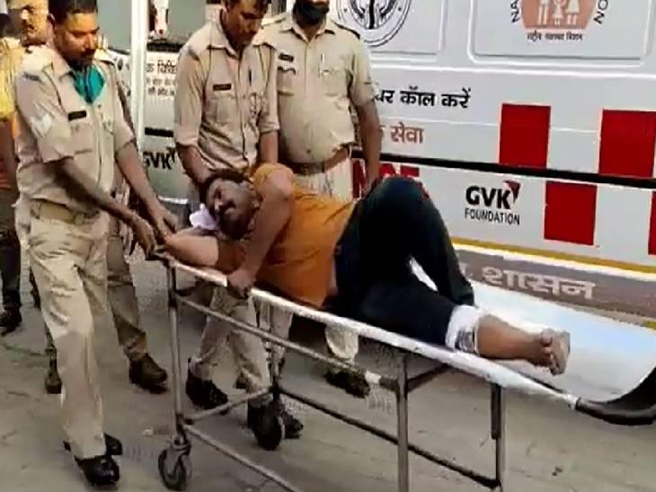 प्रेमी ने सीएचसी में घुसकर महिला स्वास्थ्यकर्मी पर किया था चाकू से जानलेवा हमला, दोनों अपराधियों के पैर में लगी गोली|बाराबंकी,Barabanki - Dainik Bhaskar