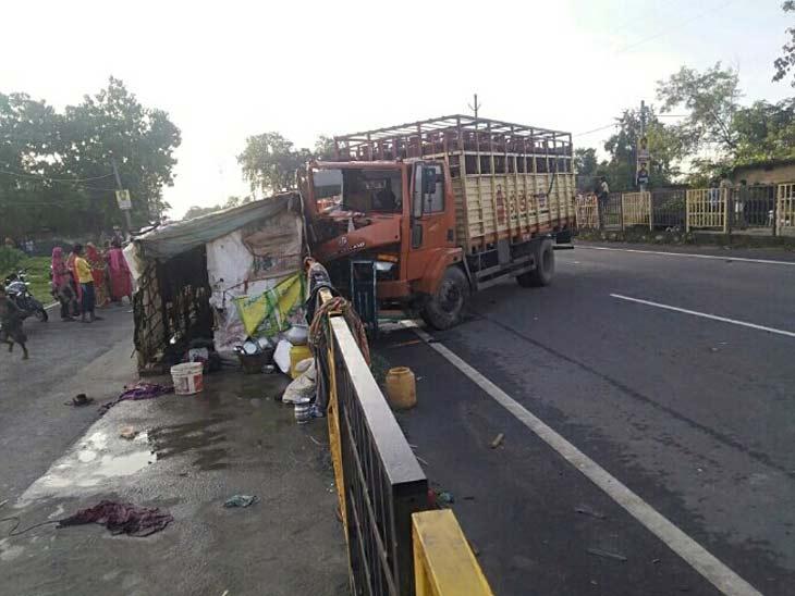 गिरिडीह में सिलेंडर लदे ट्रक ने पुलिस पेट्रोलिंग गाड़ी में पीछे से मारी जाेरदारटक्कर, तीन पुलिसकर्मी समेत 4 जख्मी; SI ने मौके पर तोड़ा दम|रांची,Ranchi - Dainik Bhaskar