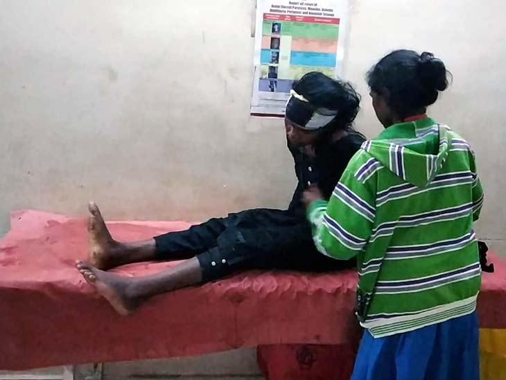 गुमला में बिना हेलमेट पहने दो बाइक सवारों की टेंपो से टक्कर, घटनास्थल पर ही हुई दोनों की मौत; 6 लोग जख्मी|रांची,Ranchi - Dainik Bhaskar
