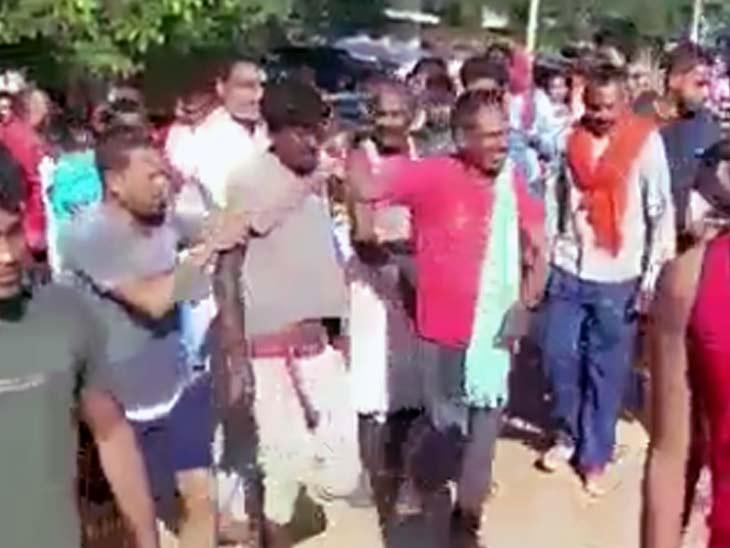 घर के नीचे खड़े ट्रैक्टर को धकेल कर ले जा रहे थे 5 चोर, मालिक ने शोर मचा सभी को पकड़ा; स्कॉर्पियो से आए थे सभी आरोपी|झारखंड,Jharkhand - Dainik Bhaskar