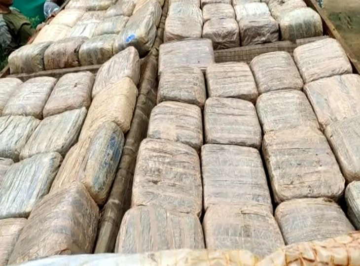 महाराष्ट्र से ट्रक में भर कर ला रहे थे 546 किलो गांजा, सुकमा पुलिस ने किया 2 तस्करों को गिरफ्तार; कोंडागांव में भी गांजा बरामद जगदलपुर,Jagdalpur - Dainik Bhaskar