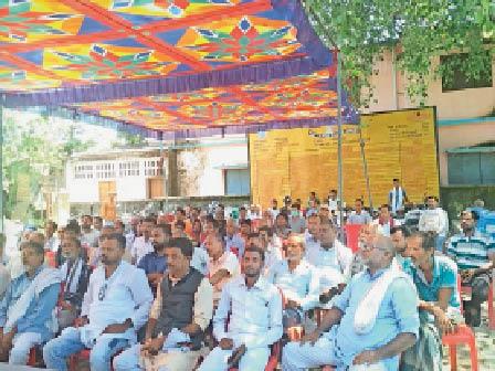 कन्वेंशन में मौजूद माले नेता और कार्यकर्ता। - Dainik Bhaskar