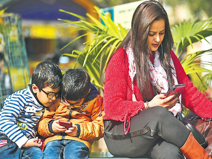 शहर के मनोवैज्ञानिकों और मनोचिकित्सकों के पास हर महीने 500 पैरेंट्स बच्चों की काउंसलिंग के लिए पहुंच रहे हैं। - Dainik Bhaskar