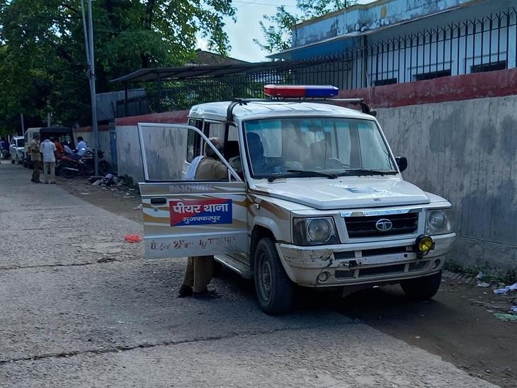 कोर्ट परिसर में मौजूद पियर थाना की पुलिस। - Dainik Bhaskar