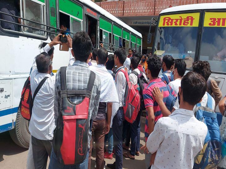 बस स्टेंड पर स्टूडेंट्स की भीड़, नीट व एस आई की परीक्षा देने बसों से किया सफर जोधपुर,Jodhpur - Dainik Bhaskar