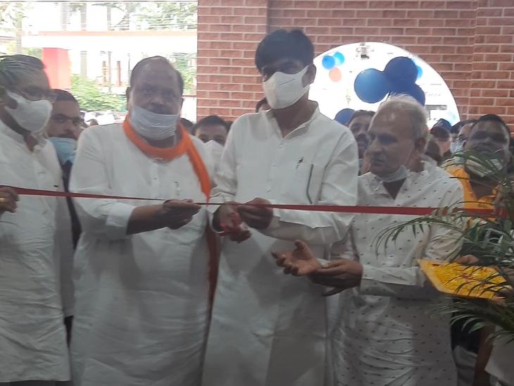 प्रभारी मंत्री ने बाल चिकित्सालय में नवनिर्मित बच्चों के वार्ड का किया लोकार्पण, तबीयत खराब होने के बावजूद विभिन्न कार्यक्रमों में शामिल हुए प्रभारी मंत्री|रतलाम,Ratlam - Dainik Bhaskar