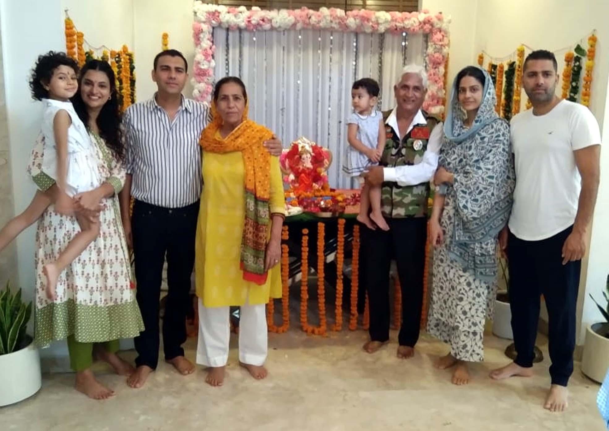 पूर्व मिस इंडिया सियाली भगत ने परिवार के साथ मनाया गणेशोत्सव, महाराष्ट्र के त्योहार को अपना रहे हरियाणा के लोग|गुड़गांव,Gurgaon - Dainik Bhaskar