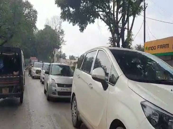 शहर के31 एग्जाम सेंटर्स मेंNEET एग्जाम देने पहुंचे 10 हजार स्टूडेंट्स, 2 घंटे की मशक्कत के बाद खुला जाम|बिलासपुर,Bilaspur - Dainik Bhaskar